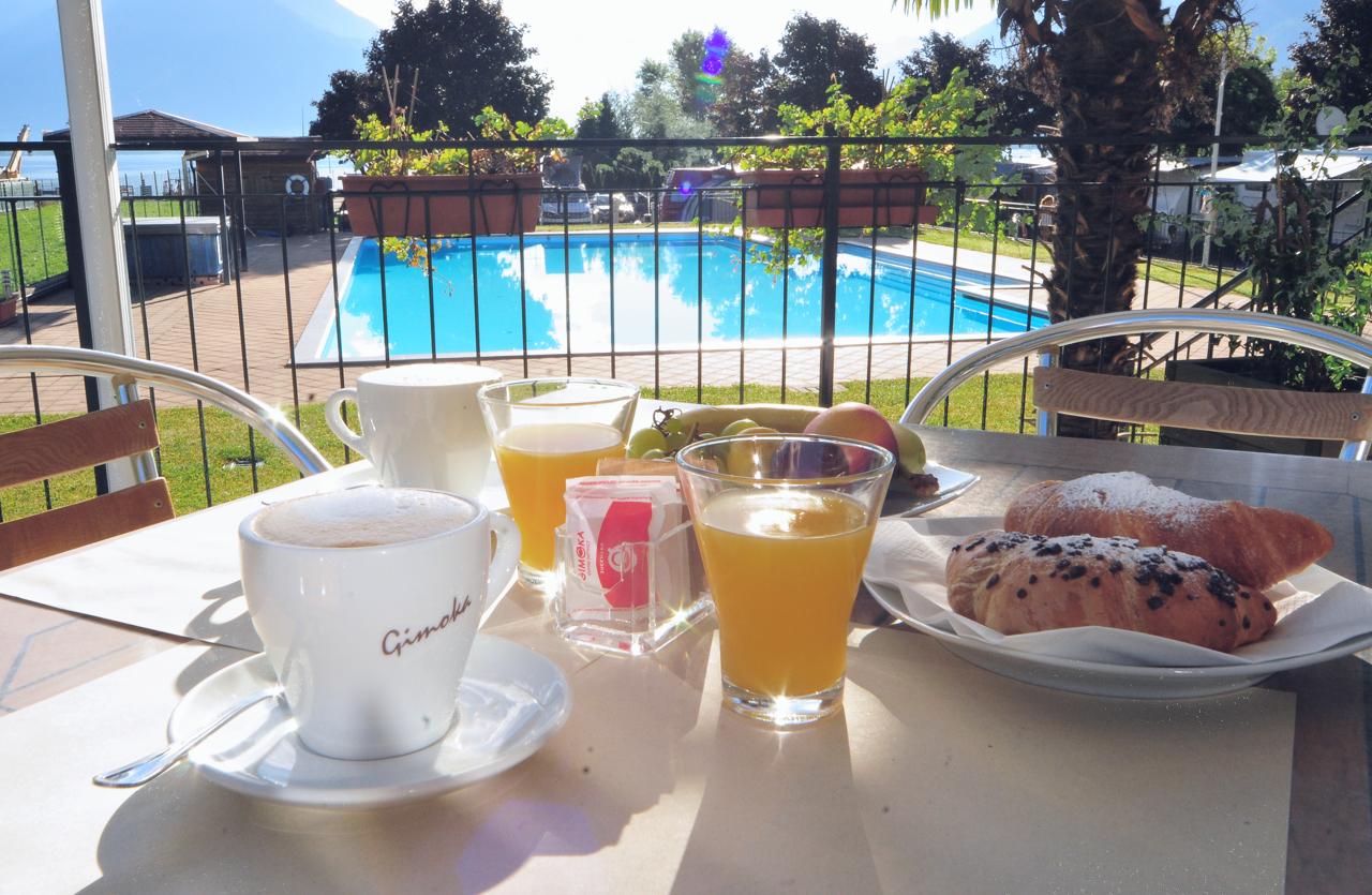 breakfast hotel lake como